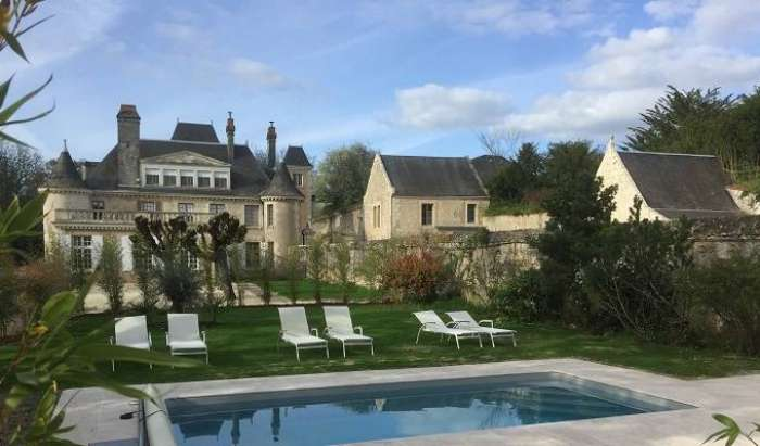 Search availability for the best hotels in Azay-le-Rideau